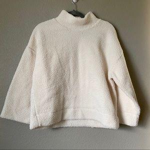 Gap beige Sherpa turtleneck sweater small